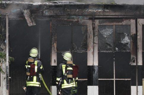Feuer in einem leerstehenden Werkstattgebäude