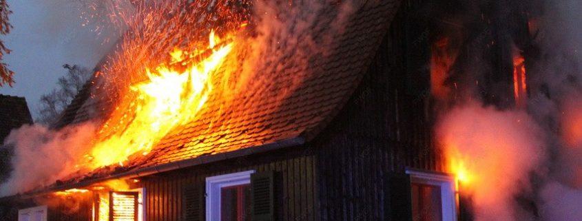 Feuer in einem leer stehenden Wohngebäude