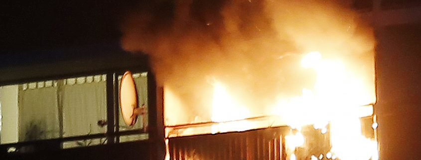 Feuer auf Balkon im 12. Obergeschoss