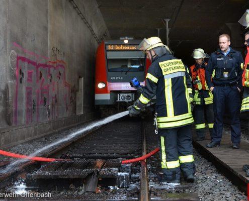 Brand eines hölzernen Behelfsbahnüberganges im S-Bahntunne