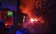 Brennt Pkw und Kleintransporter in voller Ausdehnung
